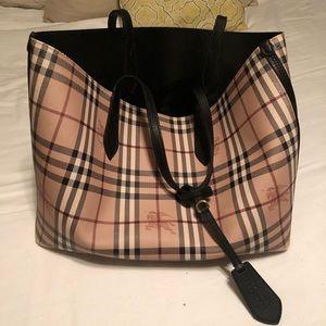 Burberry reversible purse, Medium Size